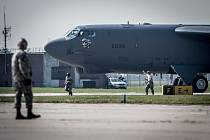 Americký bombardér B-52 na Dnech NATO.