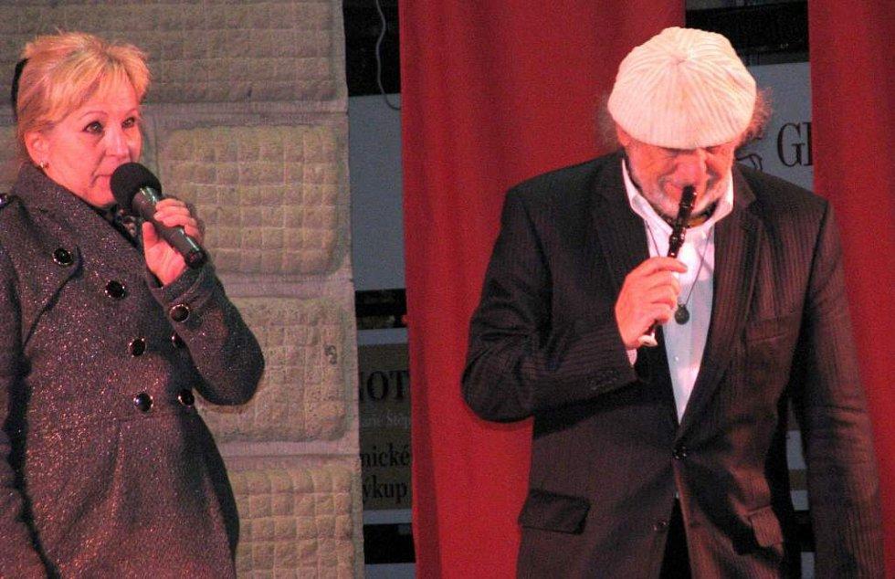 Den kultury na zámku v Hranicích vyvrcholil vystoupením muzikanta Jiřího Stivína