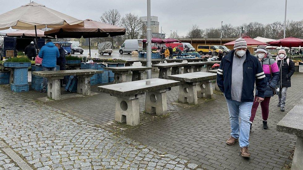 Sobotní trh v Olomouci ožil, i když počasí nepřálo, 17. dubna 2021