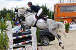 Paulina Malinowska (Pol.) a Chirivell. Světový pohár v parkuru v jezdeckém areálu Equine Sport Centre v Olomouci