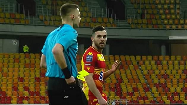 Martin Pospíšil vyločený v zápase polské Ekstraklasy Jagiellonia - Pogoń