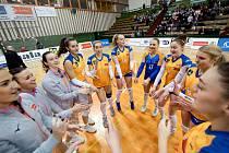 Volejbalistky Olomouce (v oranžovém) porazily Přerov 3:0.