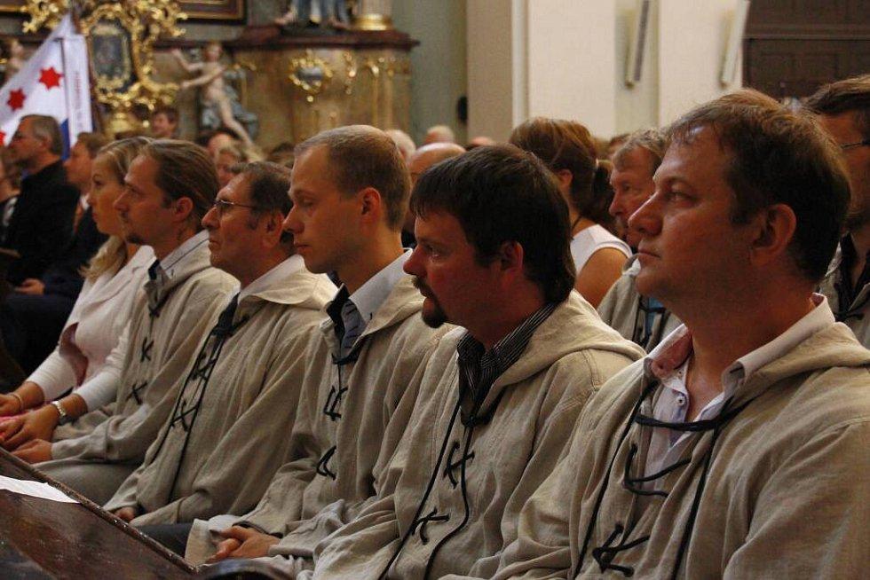 Olomoucký arcibiskup Jan Graubner v neděli 28. srpna požehnal v Zábřehu zvon svatý František