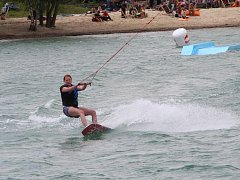 Nedávno otevřený areál pro vyznavače wakeboarding v Nákle na Olomoucku hostil v sobotu celodenní akci.