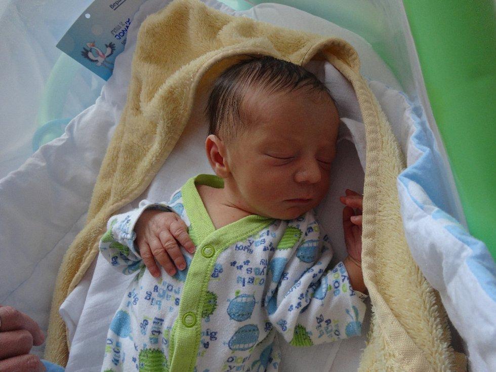 Jonáš Zápalka, Náměšť na Hané, narozen 6. ledna, váha 2950 g