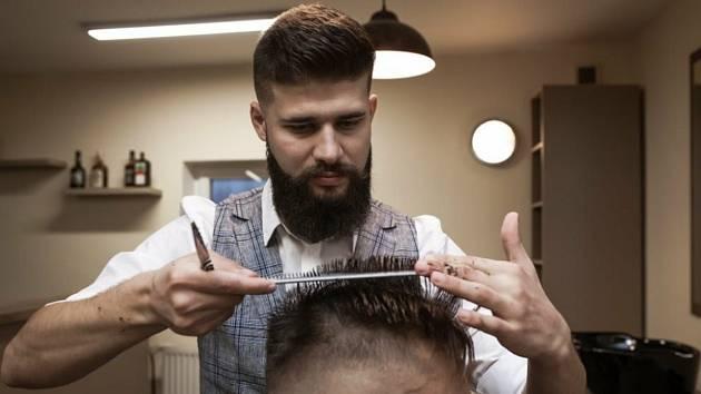 Daniel Niče je fotbalista a funkcionář Újezdu, v Uničově si otevřel barbershop.