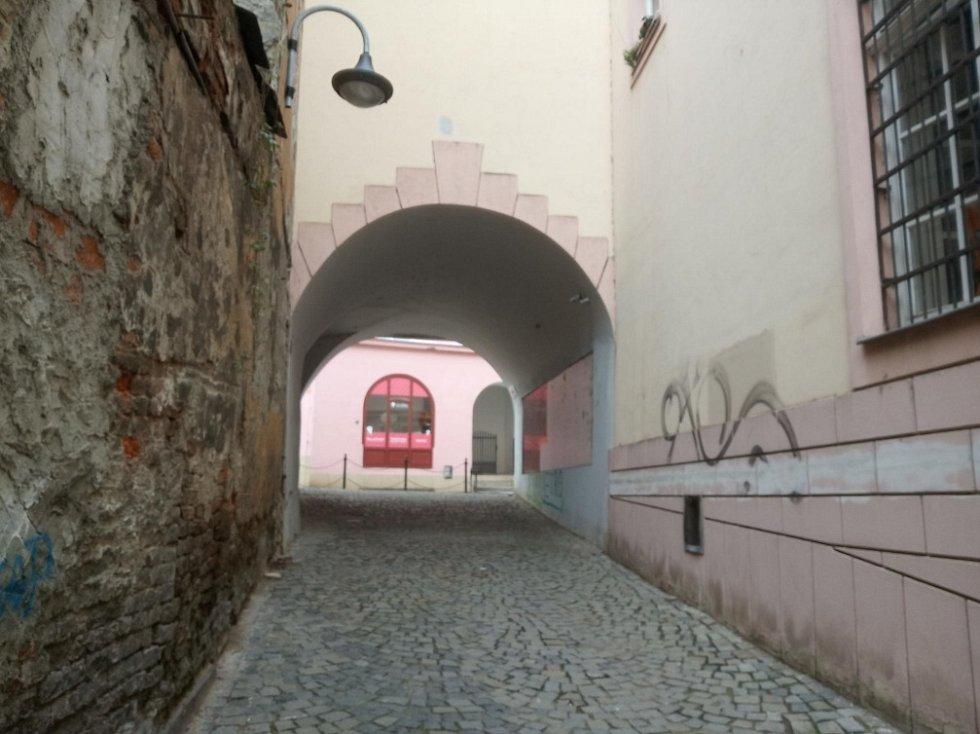 Filmová místa v Olomouci. Pohled z ulice Vodární