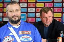 David Kobylík v koláži se snímkem trenéra Vrby na tiskové konferenci AC Sparta Praha