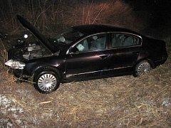 Volkswagen po nehodě Josefa Rychtáře a Ivety Bartošové u Valašského Meziříčí 16. března 2013