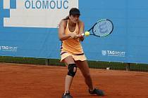 Jesika Malečková (ve žlutém) porazila ve finále turnaje v Olomouce Ipek Soyluovou z Turecka.