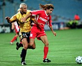 1997 - Martin Kotůlek (vpravo) v zápase Poháru UEFA proti Olympique  Marseille