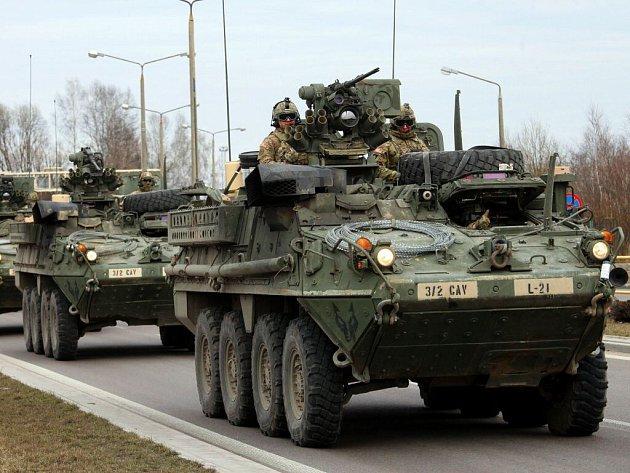 Konvoj americké armády po překročení litevsko - polských hranic