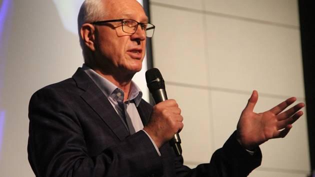 Prezidentský kandidát a bývalý předseda Akademie věd ČR Jiří Drahoš se při své čtvrteční návštěvě Olomouce zúčastnil mimo jiné debaty se studenty na právnícké fakultě Univerzity Palackého.