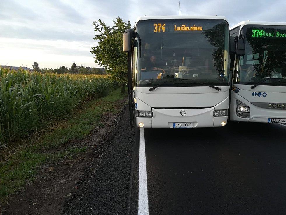 Autobusy na opraveném úseku mezi Ratají a Luběnicemi na Olomoucku