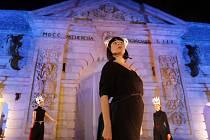 Site specific představení u Terezské brány v rámci festivalu VZÁŘÍ