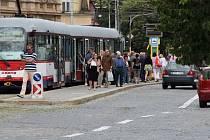Automobilový provoz na třídě Svobody v Olomouci v jednom směru zastaví oprava tramvajového ostrůvku