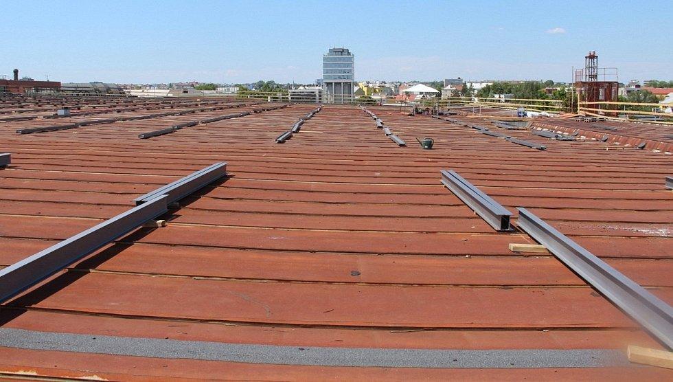 Oprava střechy zimního stadionu v Olomouci, 2. června 2021
