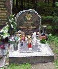 Hrob Jaroslava Lieskovana na lesním hřbitově v Hradci Králové