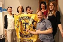 Řečnický klub First Moravian Toastmasters funguje v Olomouci oficiálně už skoro deset let. Cílem kurzů je upevnit řečnické schopnosti člověka a zvýšit jeho profesní sebevědomí.