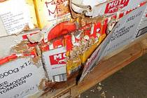 Část centrálního skladu DC Kaufland v Olomouci uzavřela Státní zemědělská a potravinářská inspekce (SZPI) kvůli vážnému porušení hygienických předpisů. Na podlahách našla myší trus a v některých částech skladu dokonce pobíhali živí hlodavci