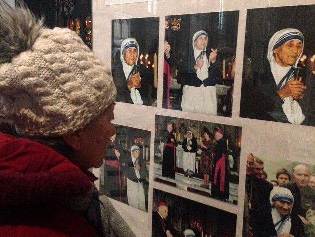 V katedrále sv. Václava si mohou lidé připomenout návštěvu Matky Terezy v Olomouci v květnu 1990.