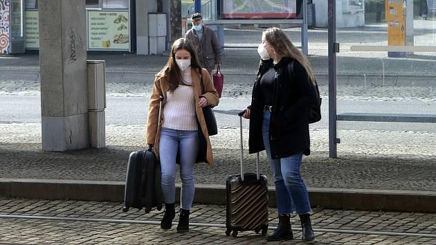 První den s povinnými respirátory. Olomouc 25. února 2021