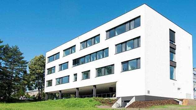 Stavba roku Olomouckého kraje 2020.Vkategorii Stavby občanské vybavenosti a úpravy veřejných prostor zvítězila Hemato – onkologická klinika FN Olomouc.