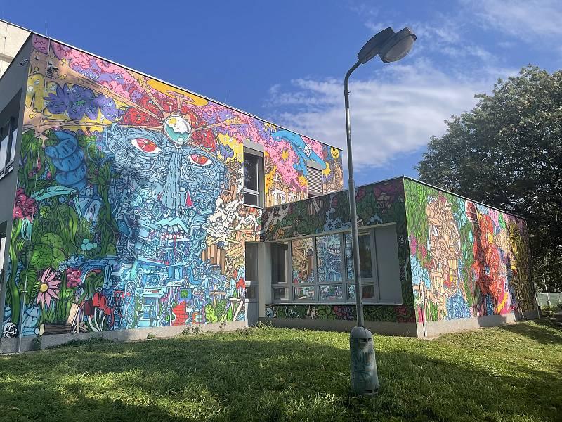 Tvůrcem poslední velkoformátové malby vzniklé v rámci letošního ročníku Street Art Festivalu Olomouc na budově S-klubu je Michal Škapa, 5. října 2021