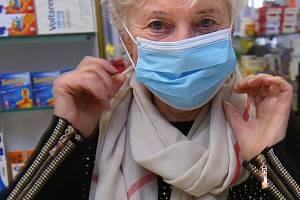 Rozruch kolem koronaviru výrazně zvedl zájem o obličejové roušky. Ilustrační foto