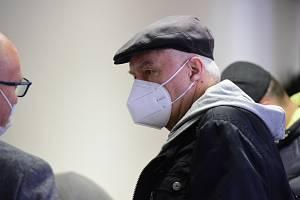 Obžalovaný Pavel Hemžský u Vrchního soudu v Olomouci, který projednával 20. dubna 2021 případ údajných odběratelů nelegálního lihu od šéfa lihové mafie Radka Březiny