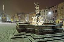Zasněžené Dolní náměstí v Olomouci 23. ledna 2016
