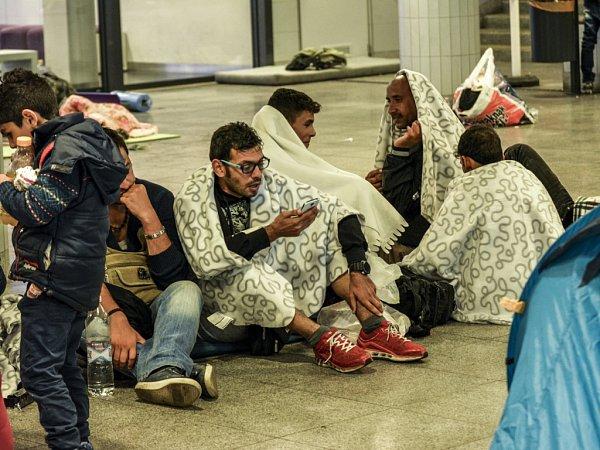 Snímky uprchlíků vMaďarsku a Rakousku