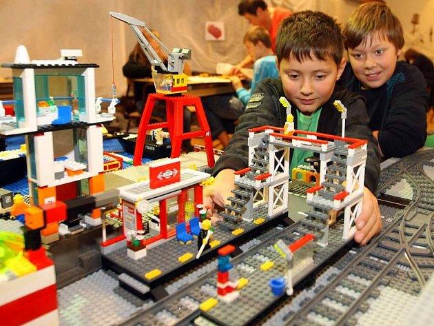 V litovelském muzeu staví děti městěčko z Lega