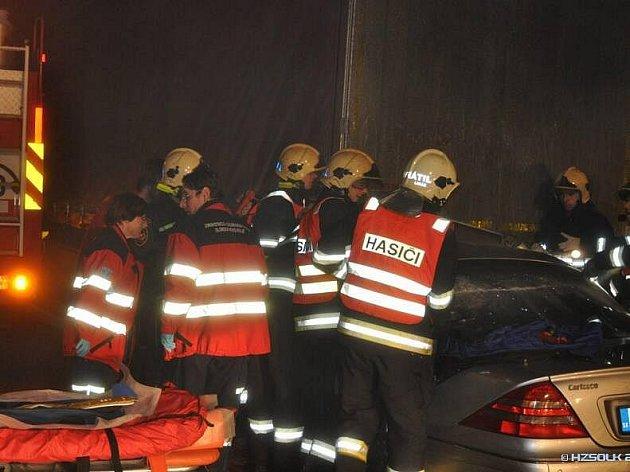 Tragická srážka mercedesu s kamionem na obchvatu Olomouce