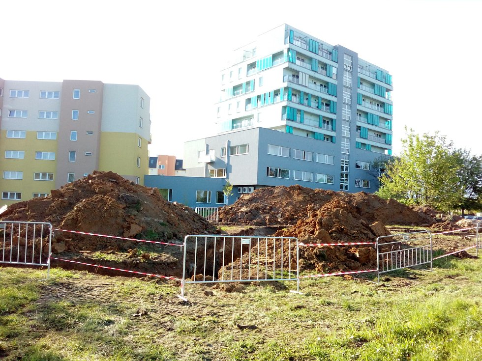 Budování přívodu tepla k připravované rezidenci na Tabulovém vrchu.