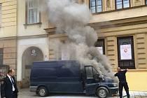 Na olomouckém Horním náměstí ve středu odpoledne hořela dodávka
