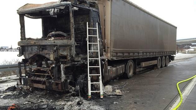 Požár kamionu u Staměřic