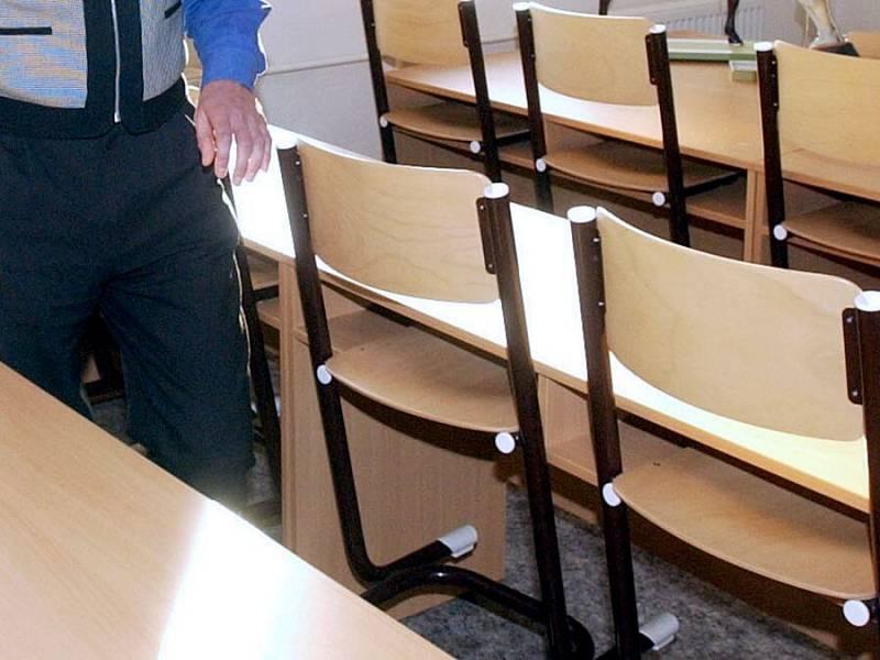 Průměrný plat ve školství aktuálně činí 44 202 hrubého, tedy cca 35 tisíc korun čistého.