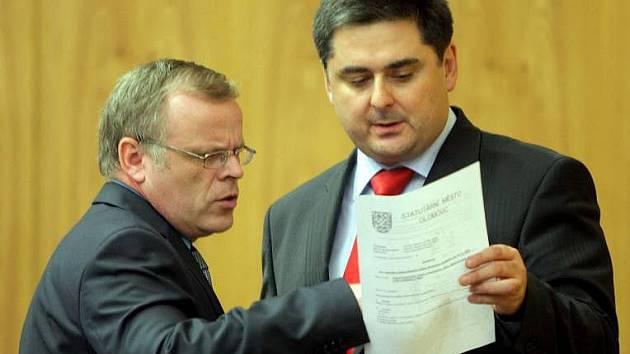 Primátor Martin Novotný (ODS) a jeho náměstek Ladislav Šnevajs (KDU-ČSL)