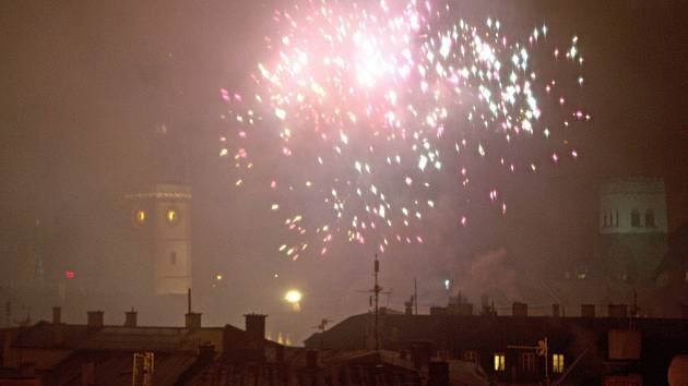 Mlhavé počasí příliš nepřálo Novoročnímu ohňostroji v Olomouci.