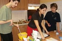 Ke vstupu do života napomáhají i lekce vaření.