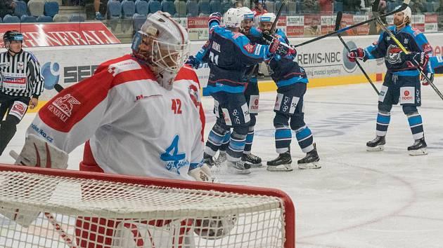 Piráti Chomutov proti HC Olomouc. Gól Michala Poetína a radost domácích hráčů