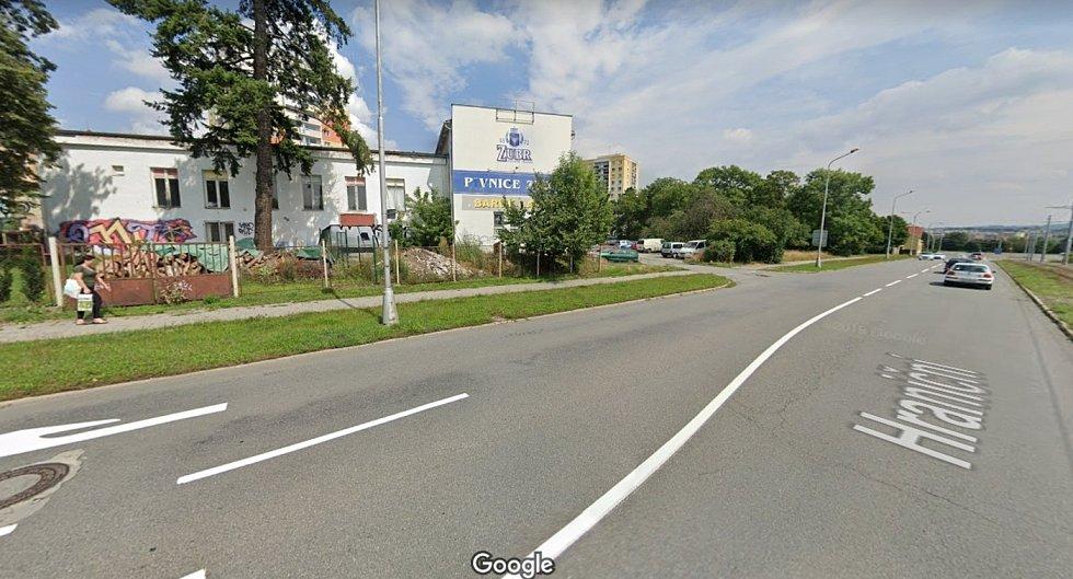 Snímek bývalého Sport baru v Hraniční ulici, jak jej zachytila kamera Google Streetview v roce 2019. Objekt nyní nahradil nový polyfunkční dům