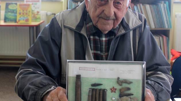 Devětaosmdesátiletý Vlastimil Úlehla z Hulína je pamětníkem válečných událostí, pracoval také v obci jako kronikář