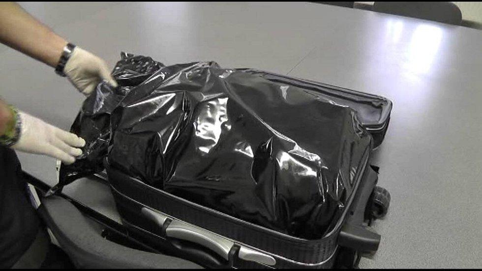 Celníci zadrželi v rychlíku přes Olomouc cestující se 7 kg marihuany
