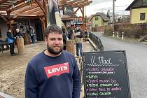 V sobotu se otevřely restaurace U Macků a U Maci v Olomouci na Svatém Kopečku. Majitel Martin Macek (na snímku) se připojil k iniciativě Chcípl PES, 23. ledna 2021