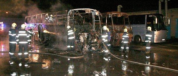 VOlomouci shořel vúterý večer autobus vhodnotě 4,5milionu korun.