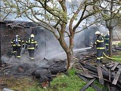 Požár na zahradě kláštera ve Šternberku