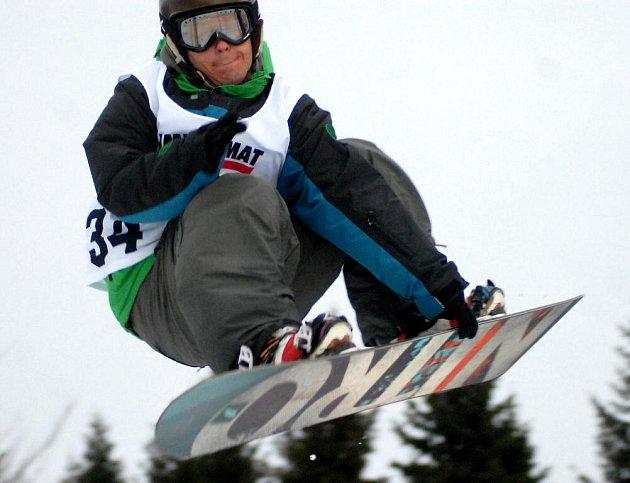 Ve Skateshop.cz Snowparku Paprsek v Jeseníkách se potkala česká snowboardová elita ve slopestylu