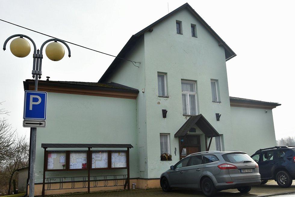 Budova obecního úřadu v Mladči